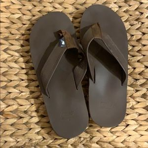 Vineyard vines men's flip flops